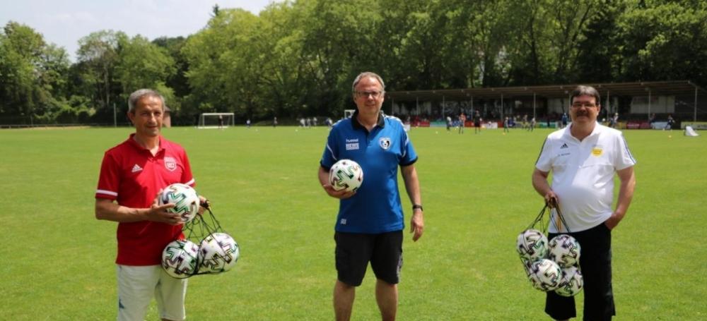v.l.: Frando Moscaritolo (Verbandsjugendwart), Stefan Wölfle (Jugendleiter SC Lahr), Christian Hermann (Bezirksjugendwart)